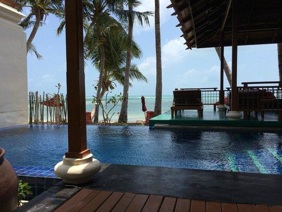 The Briza Beach Resort Samui : 部屋の敷地内プール