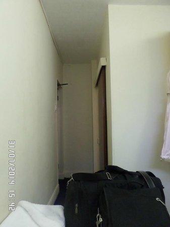Park Hotel : Vista de la entrada o salida (según enfoques) de mi primer habitación