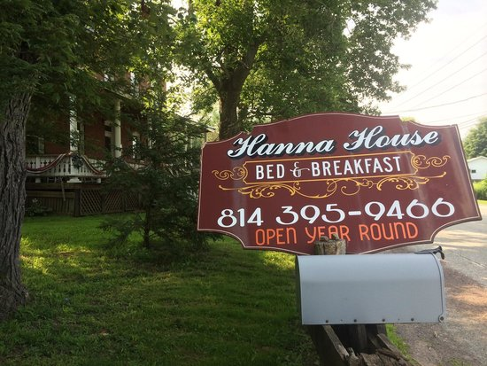 Hanna House Bed and Breakfast: Sign from road