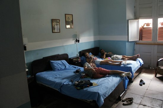 B&B Elda y Roberto : Spacious bedroom in main house