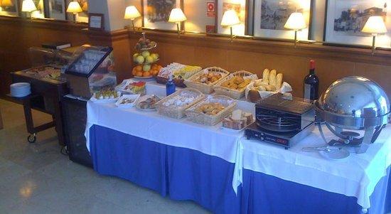 Hotel Azar: Desayuno 1