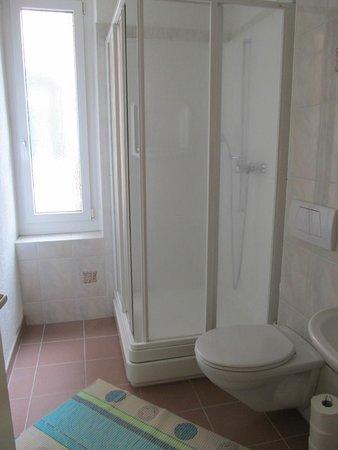 St. Georges: Bathroom