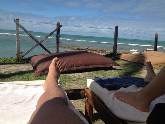 Nannai Resort & Spa: Cadeiras na frente ao mar.