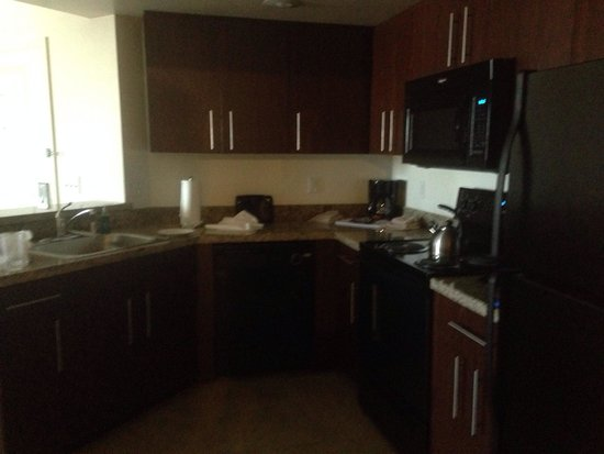 The Grandview at Las Vegas : Fully equipped granite kitchen
