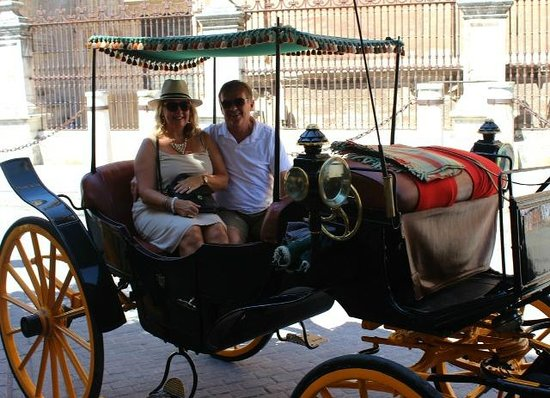 Eurostars Sevilla Boutique: Carriages right near the hotel