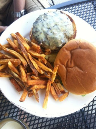 Rocky River Tap and Table: Bisonburger