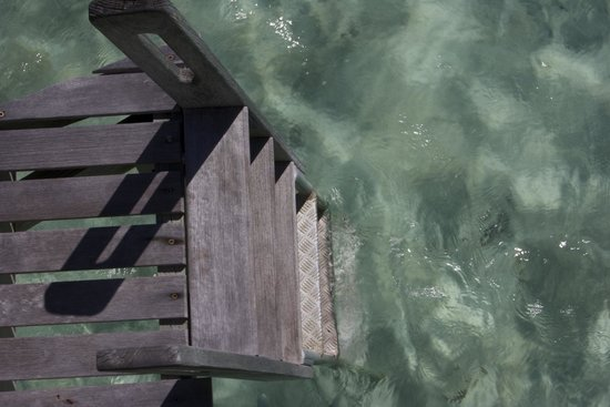 Le Taha'a Island Resort & Spa : Ladder to the water