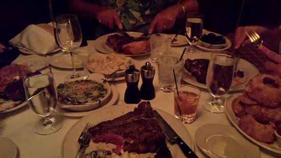 Pappas Bros. Steakhouse: The Dinner Table