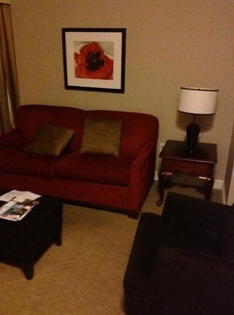 The Lord Nelson Hotel & Suites: comfy couch in the living room