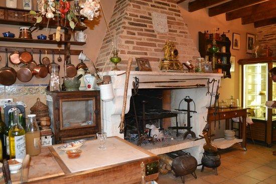 La Roche-Chalais, France : Un endroit chaleureux...