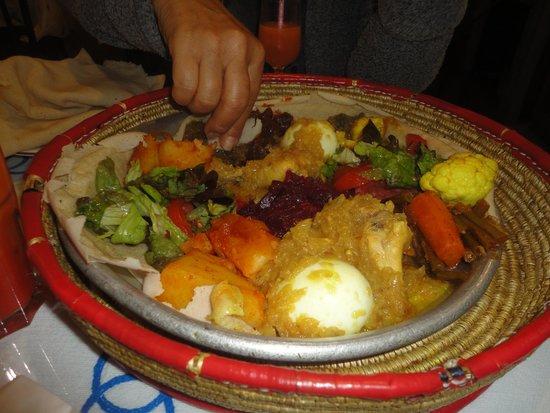 Godjo Restaurant: Dois pratos servidos para duas pessoas