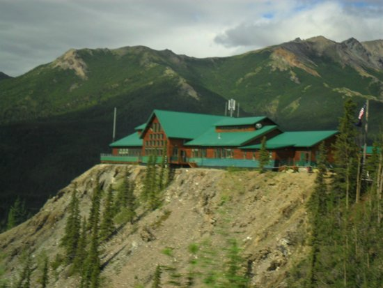Grande Denali Lodge: HIgh on a cliff