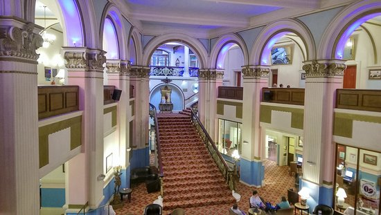 Grand Hotel Scarborough : grand stairway