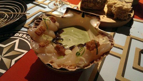 Casa Marcelo: Sashimi de vieira y codium.