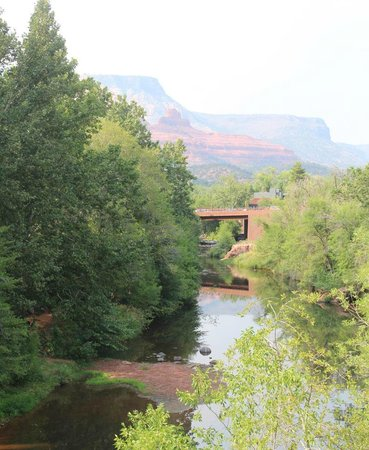 The Inn Above Oak Creek: Creekside room view