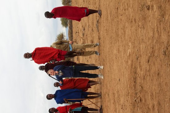 Tortilis Camp : jumping with the maasi