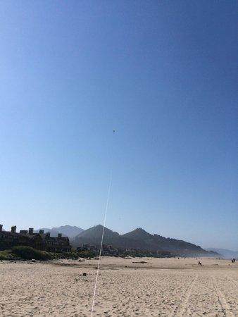 The Ocean Lodge: Flying kites on the beach