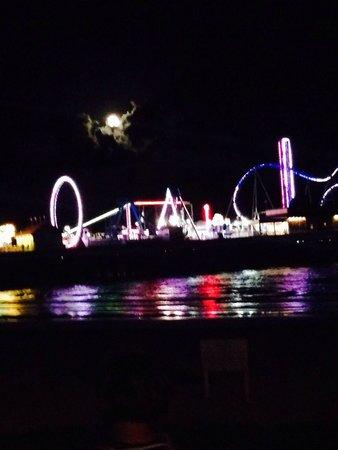 Galveston Island Historic Pleasure Pier: Beautiful night and great fun!