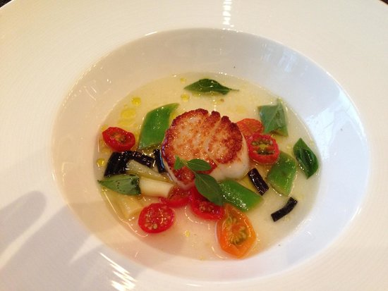 Colicchio & Sons Tap Room : Scallop in Thai Broth