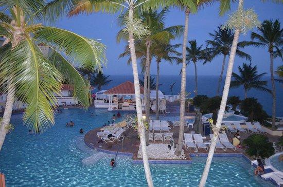 El Conquistador Resort, A Waldorf Astoria Resort: Pool area