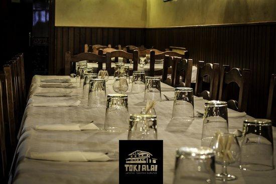 Toki Alai Jatetxea : Comedor preparado para servicio