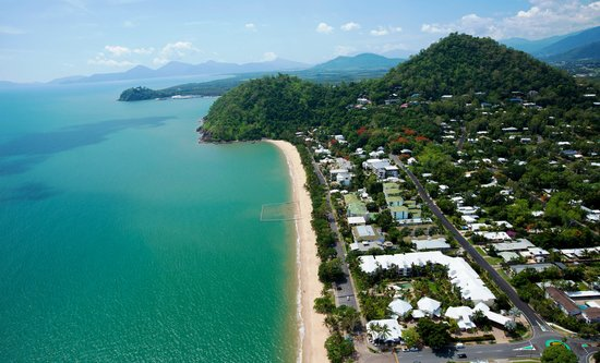 Coral Sands Beachfront Resort : Trinity Beach only 15 minutes from Cairns Airport