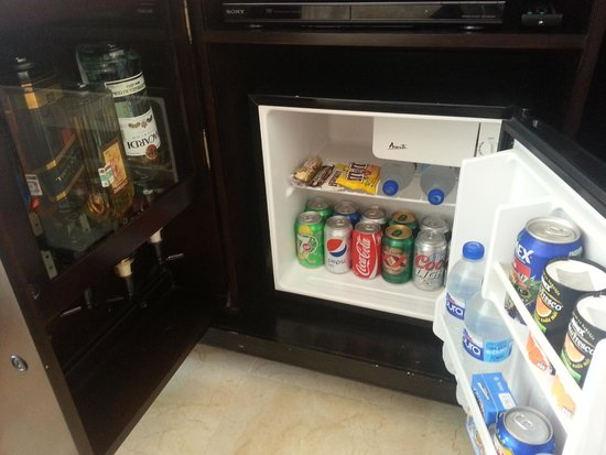 Le Blanc Spa Resort: Minibar and liquor dispenser in the room