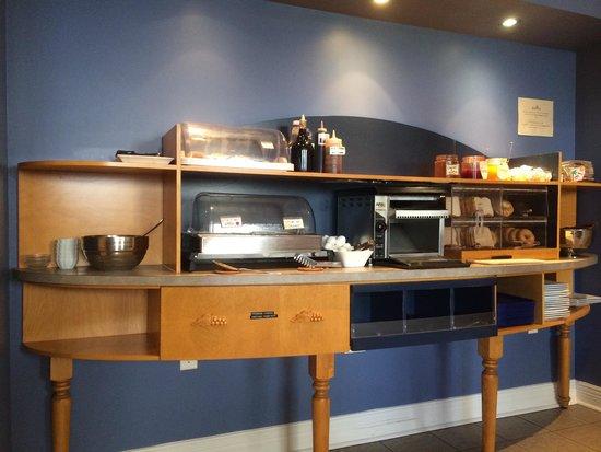 Le Champlain Hotel : Breakfast buffet