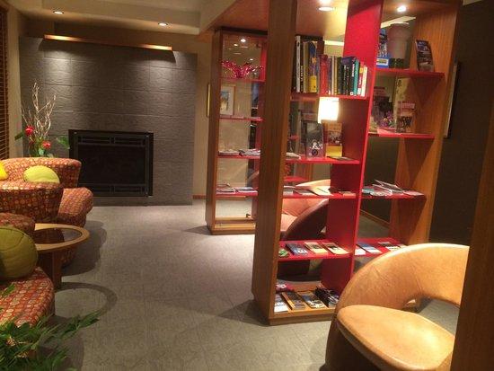 Le Champlain Hotel: Sitting area near lobby