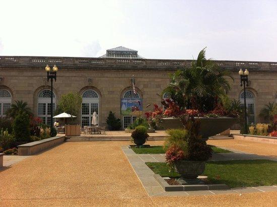 United States Botanic Garden : Outside garden