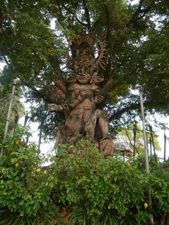 Hotel Tugu Lombok : cool statue
