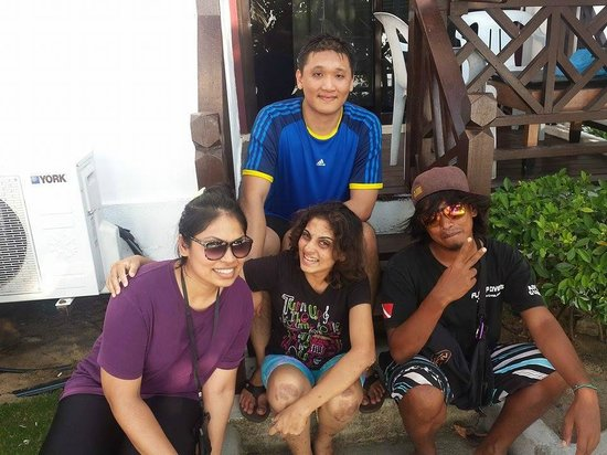 Paya Beach Spa and Dive Resort: Shafiq and us :)