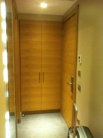 Endless Suites Taksim: 1st closet of the room