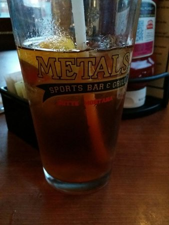 Metals Sports Bar and Grill : Drinks are cold