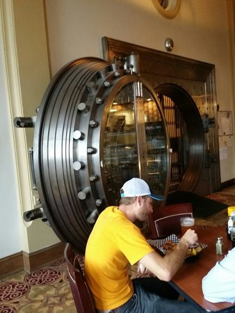 Metals Sports Bar and Grill : That's a 32 ton vault from early 20th century..amazing