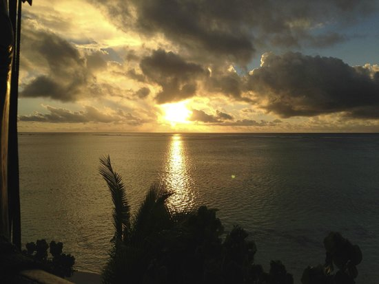 Pacific Resort Aitutaki: Sunset from dining room