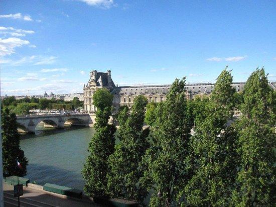 Hotel du Quai-Voltaire : パリホテル2