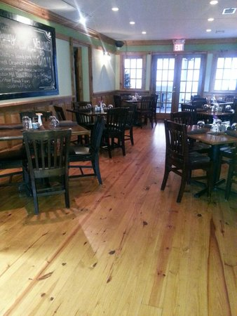 The Smoke House Grille: beautiful dining room