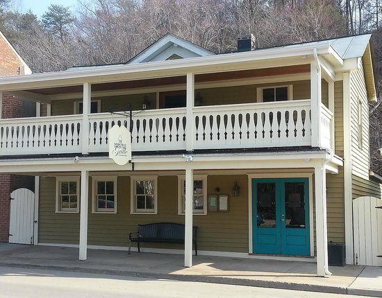 The Smoke House Grille: outdoor balcony dining, or back deck on Mink Creek