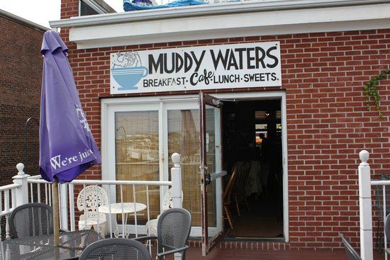 Muddy Waters Cafe: The back patio