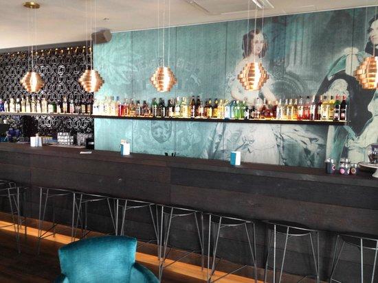 Motel One: Bar no saguão