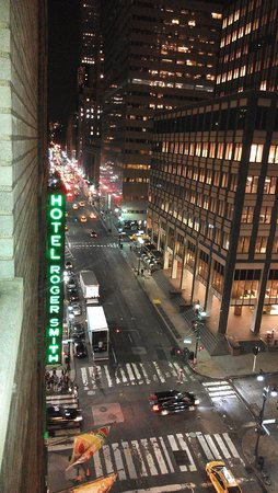 Roger Smith Hotel: View down Lex.
