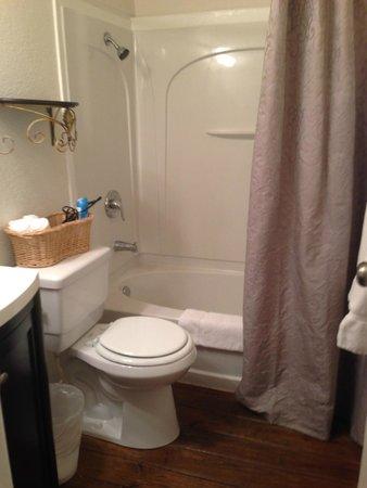 Cypress Creek Cottages : Bathroom