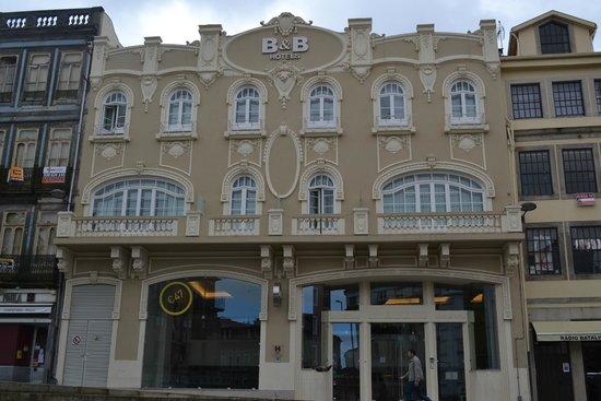 Moov Hotel Porto Centro: Fachada do hotel