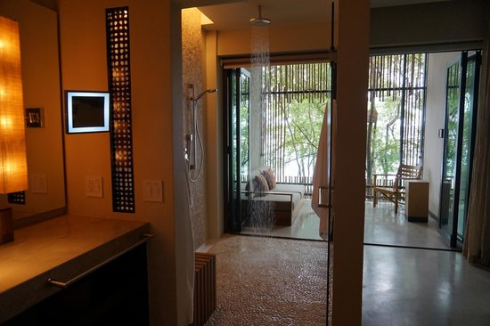 Andaz Costa Rica Resort At Peninsula Papagayo: Beautiful rain shower