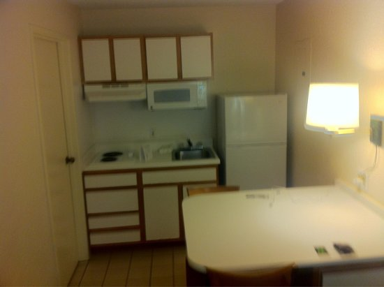 Extended Stay America - Jacksonville - Southside - St. Johns Towne Center: Kitchenette outdated