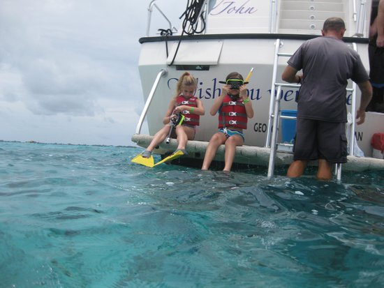 Acquarius Sea Tours : Girls about to snorkel
