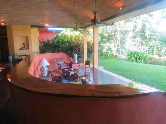 Hotel Luna Azul : view of seated area ... overlooking pool & ocean