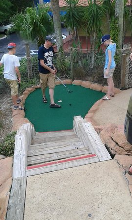 Congo River Golf: putting to glory