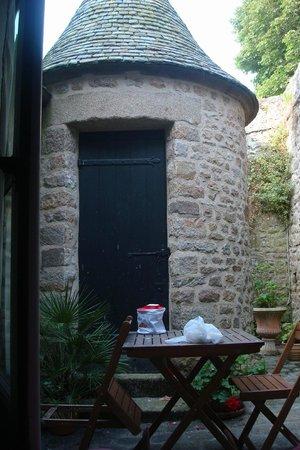 Auberge Saint Pierre: Vista dentro do quarto